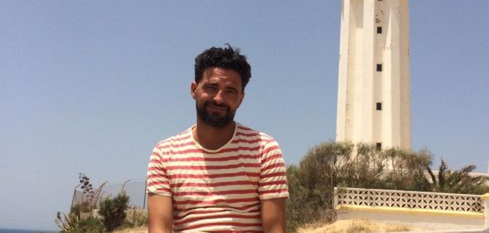 Sergio Román, el artista criado en Badajoz que es ahora concejal de Cultura de Barbate
