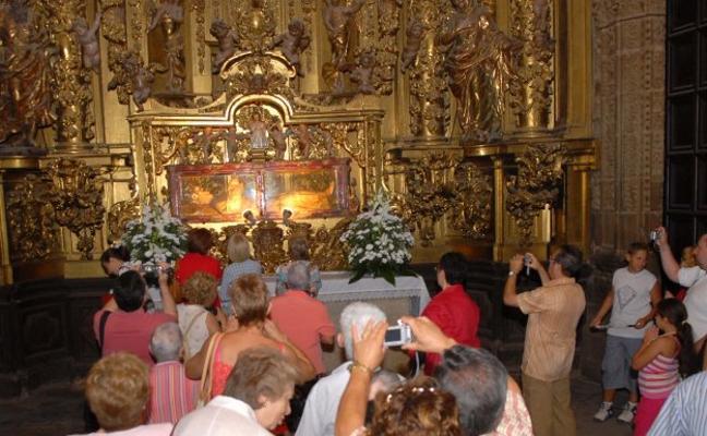 La catedral eliminará las humedades que están deteriorando el altar de la Asunción