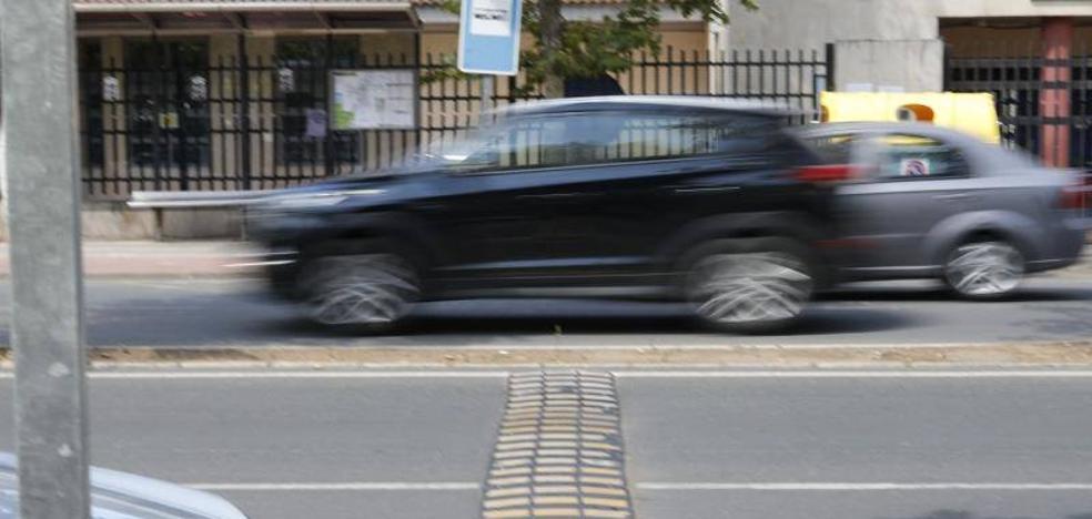 Las bandas reductoras de velocidad en la Hispanidad de Cáceres se instalarán este mes