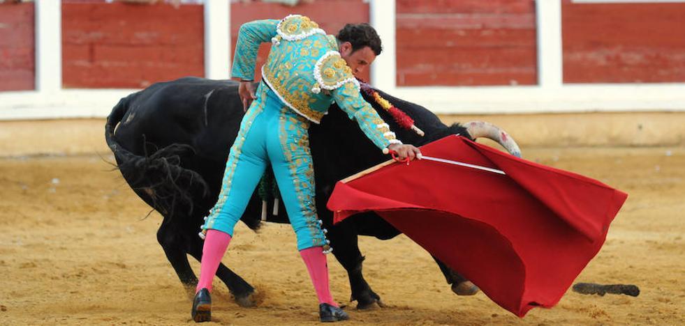 Ponce, Ferrera y El Juli, a hombros en una tarde de tintes triunfalistas en Mérida