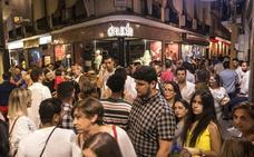 Bares y vecinos del centro de Badajoz negocian para cerrar la guerra por el ruido