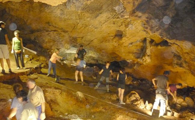 La cueva de Santa Ana se abre al trabajo de los voluntarios