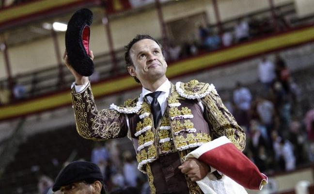 Antonio Ferrera abre la puerta grande en el inicio de feria en Valladolid