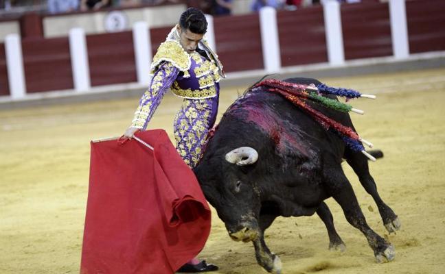 Talavante corta dos orejas a una buena corrida de García Jiménez