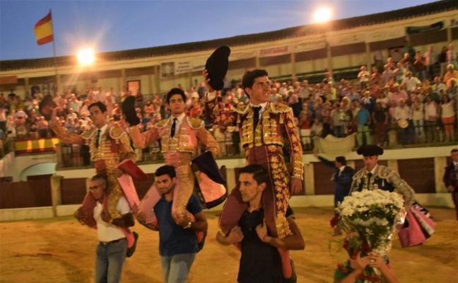 Silva, Rojo y Palacios, por la puerta grande en Trujillo