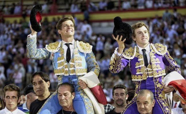 El Juli indulta a 'Fanfarria', del hierro de Daniel Ruiz, en Valladolid