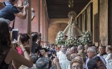 Cientos de fieles arropan a 'la Morenita'