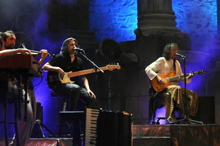 Robe Iniesta encandila al Teatro Romano