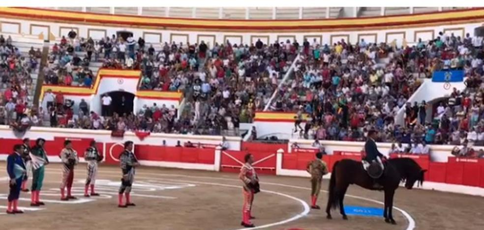 El himno y banderas de España recibieron a Ferrera en Melilla