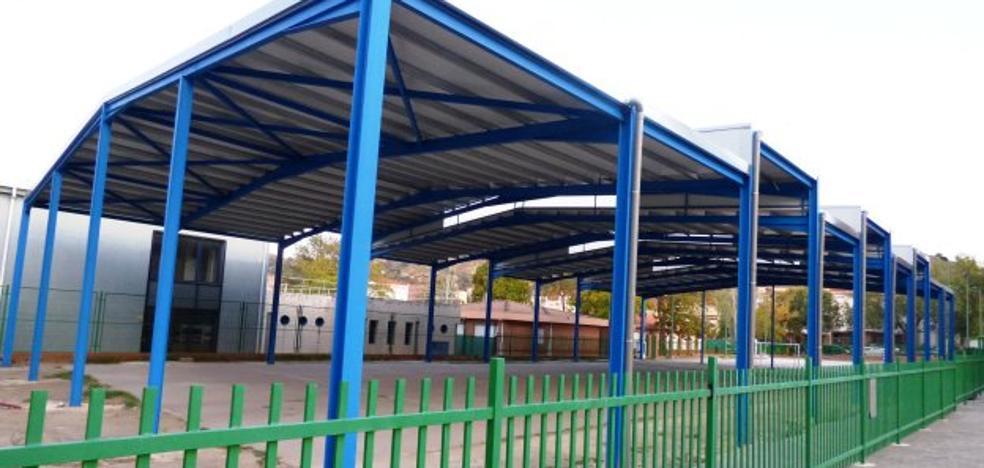 El colegio Arañuelo, en Navalmoral, inicia el curso con la pista cubierta