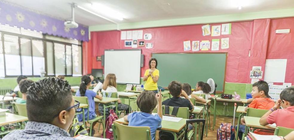 El curso escolar arranca en Cáceres con 214 alumnos menos en Infantil, Primaria y ESO