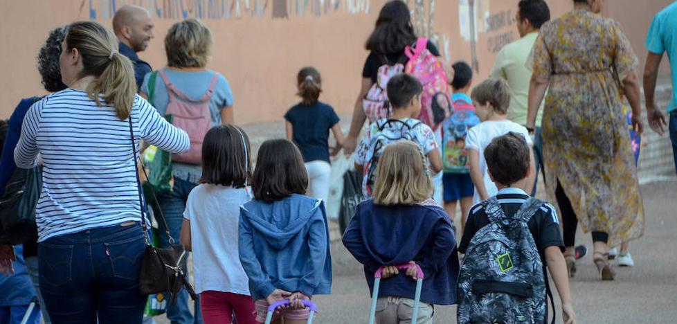 Educación defiende ajustar los deberes a la edad y condiciones de los alumnos