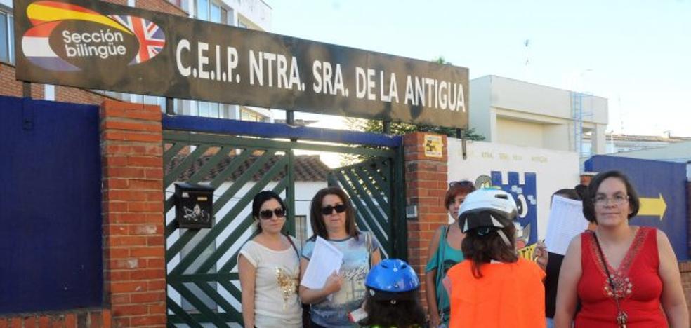 Recogida de firmas en la vuelta al cole de La Antigua