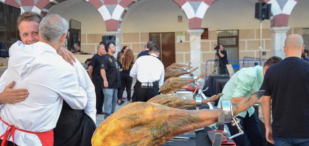 La Plaza Alta acoge mañana un concurso de cortadores de jamón