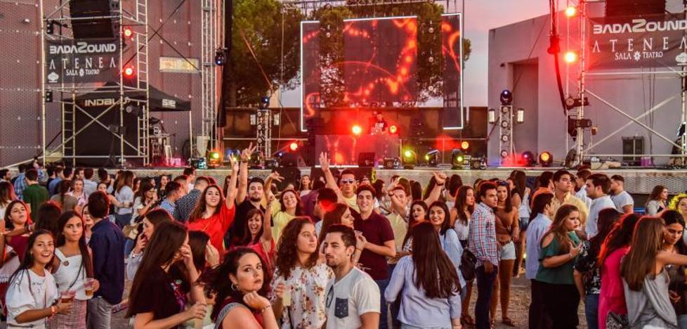 Unas 5.000 personas participan en una fiesta estudiantil en el ferial de Badajoz