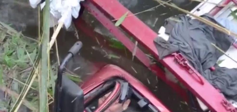 Un conductor cae al río con su camión