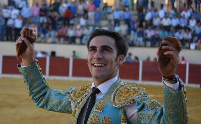 Fernando Flores triunfador en la novillada extremeña en Higuera la Real