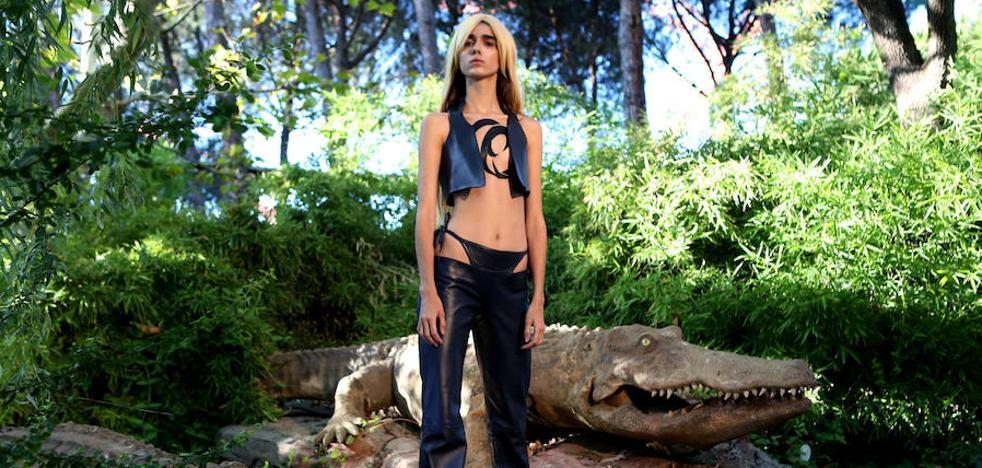 La extremeña María Lemus presenta su nueva colección en un parque de atracciones