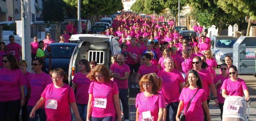 Trujillo se tiñe de rosa con casi 2.500 participantes en la marcha contra el cáncer