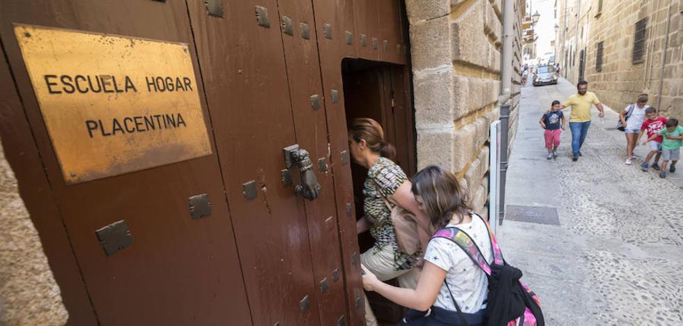 Los padres de la Escuela Hogar alertan de la mala situación financiera del centro