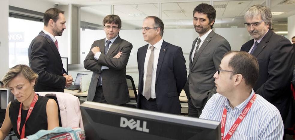 Puigdemont afirma que la Generalitat está preparada para un ciberataque el día del referéndum