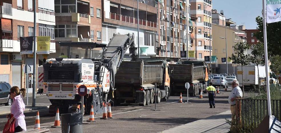 El primer día de obras en la avenida del Valle provoca retenciones y confusión entre los conductores