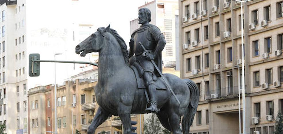 Ciudadanos propone colocar una bandera de España en Hernán Cortés en Cáceres