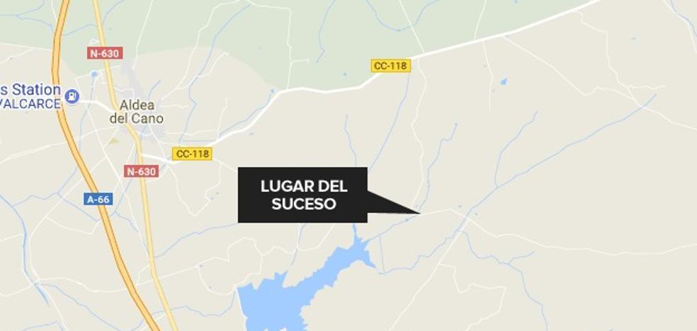 Dos heridos graves tras una colisión frontal entre dos turismos entre Aldea del Cano y Albalá