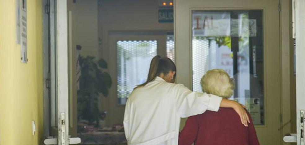 La Asociación de Alzheimer de Mérida recauda fondos para el ocio de familiares y enfermos