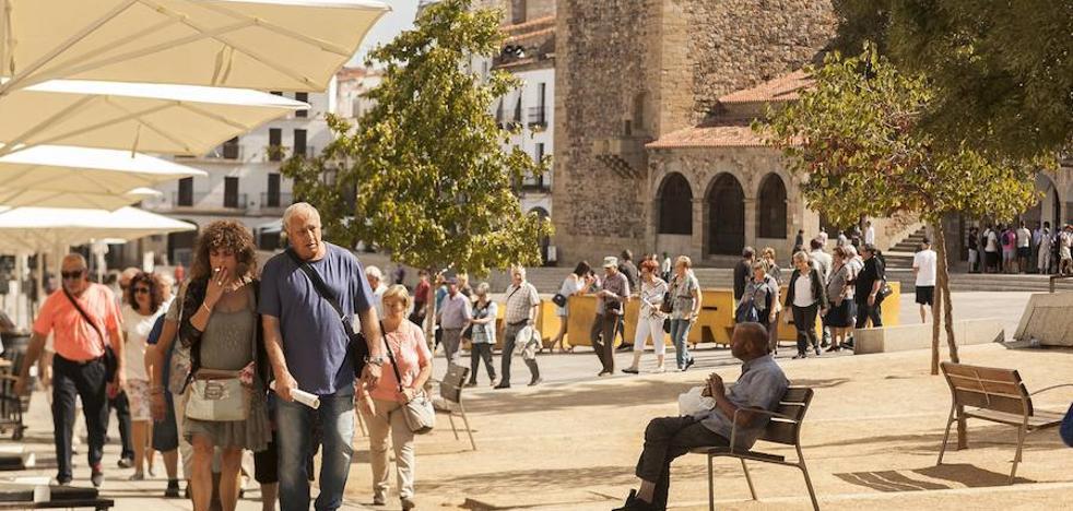 El INE registra un leve descenso de turistas en agosto respecto a 2016