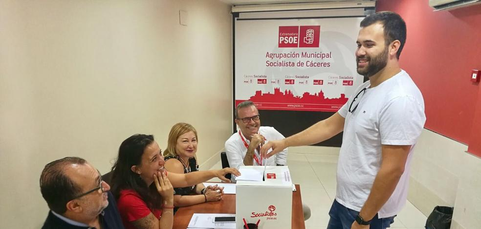 Un 27 por ciento de militantes socialistas de la capital cacereña ya han votado en las primarias