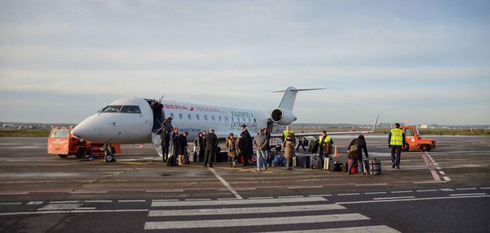 Piden que se incluyan los vuelos a Canarias en verano desde Badajoz por la alta demanda