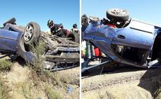Una mujer herida al volcar un coche en la A-5 cerca de Talavera
