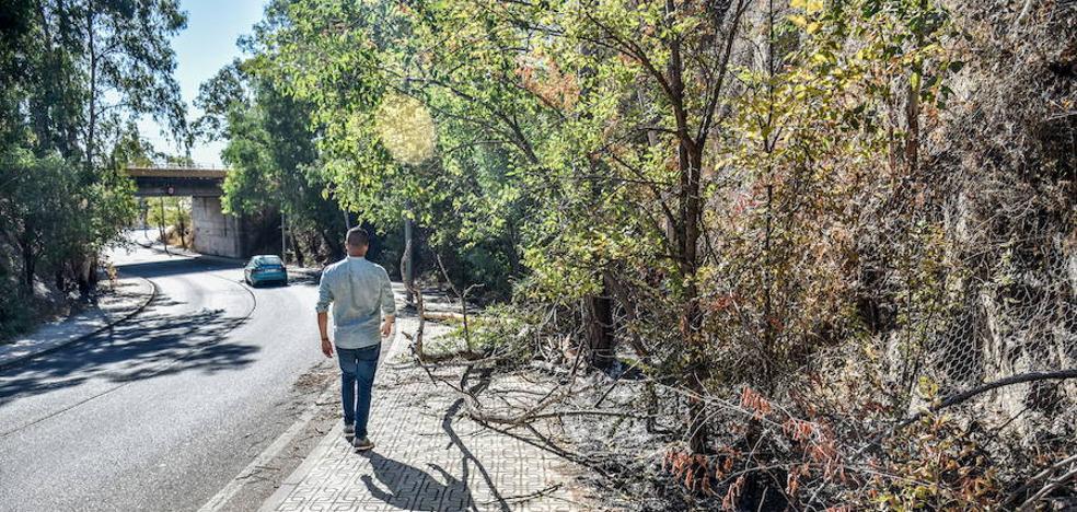 Los vecinos denuncian que el paso bajo el tren del Gurugú es peligroso