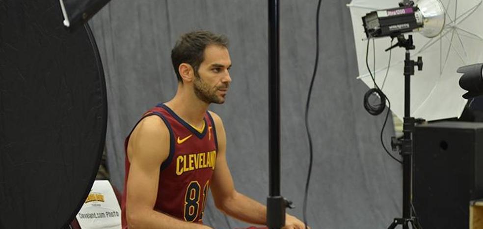 Calderón ya posa con la camiseta de los Cavs
