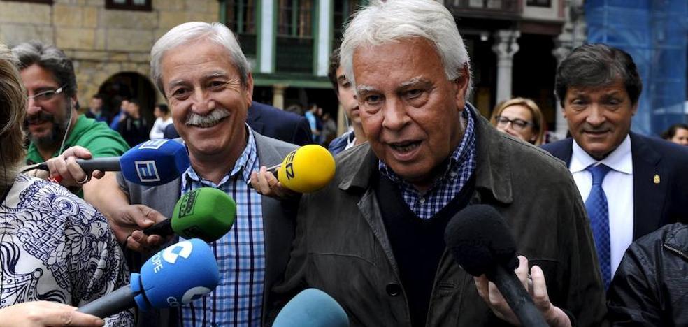 Felipe González ve solución a la crisis catalana pero «entre demócratas»