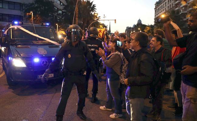 La Policía Nacional: «No perseguimos urnas ni ideas. Estamos aquí para restaurar la legalidad»