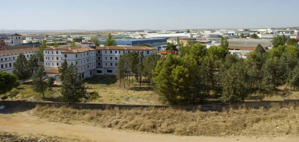 El Ayuntamiento de Badajoz construirá campos de fútbol de césped junto al seminario