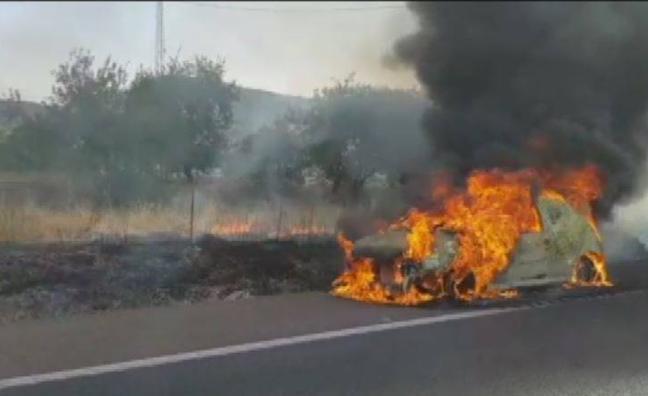 Arde un vehículo entre Badajoz y Mérida