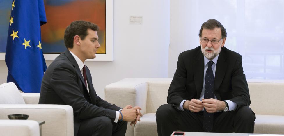 Rivera, a Rajoy: «Es el momento de actuar con serenidad pero con firmeza»