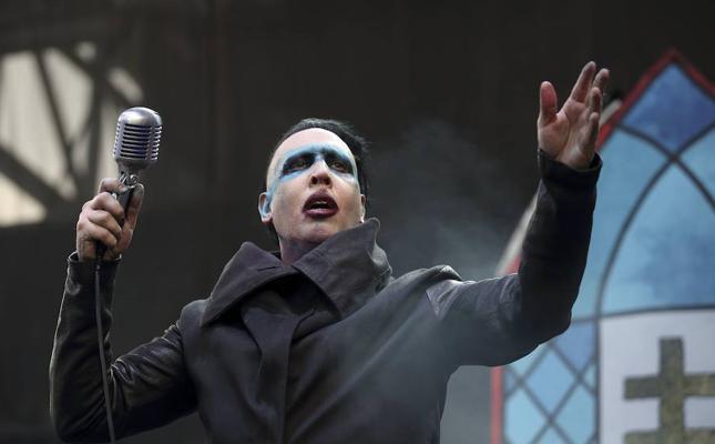 Marilyn Manson, hospitalizado tras caerle un decorado encima en un concierto