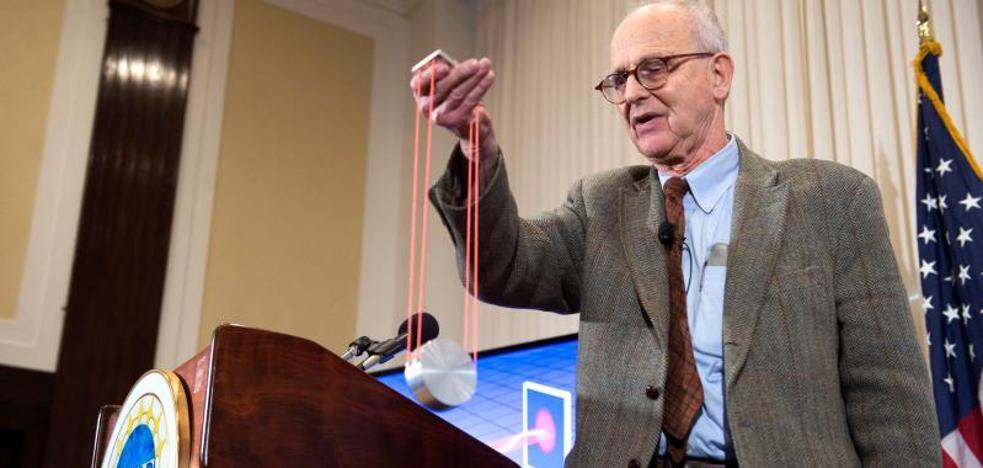 El Nobel de Física, para los auscultadores del Universo