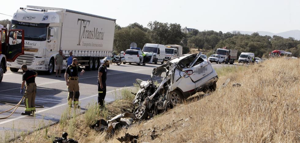 Un fallecido en Cáceres en la colisión frontal entre un camión y coche