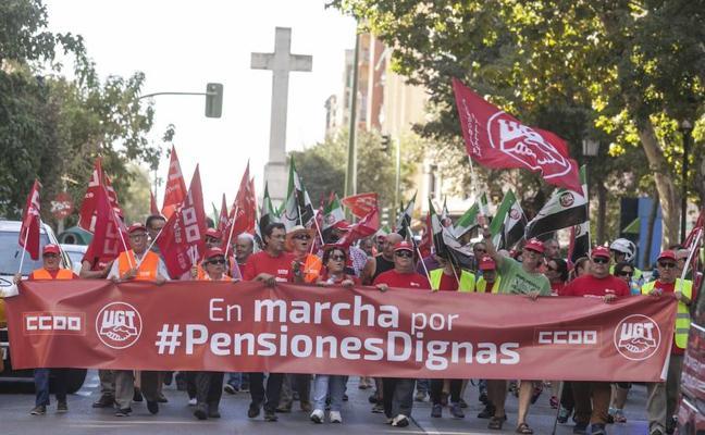 Queja de la marcha de las pensiones por no cortarse el tráfico a su paso