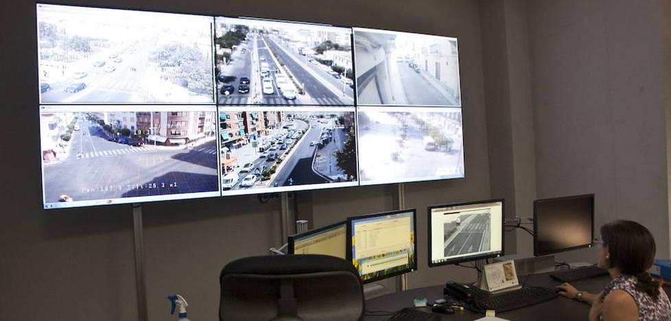 La Policía Local controlará 20 cruces de la ciudad en su nueva sala de tráfico