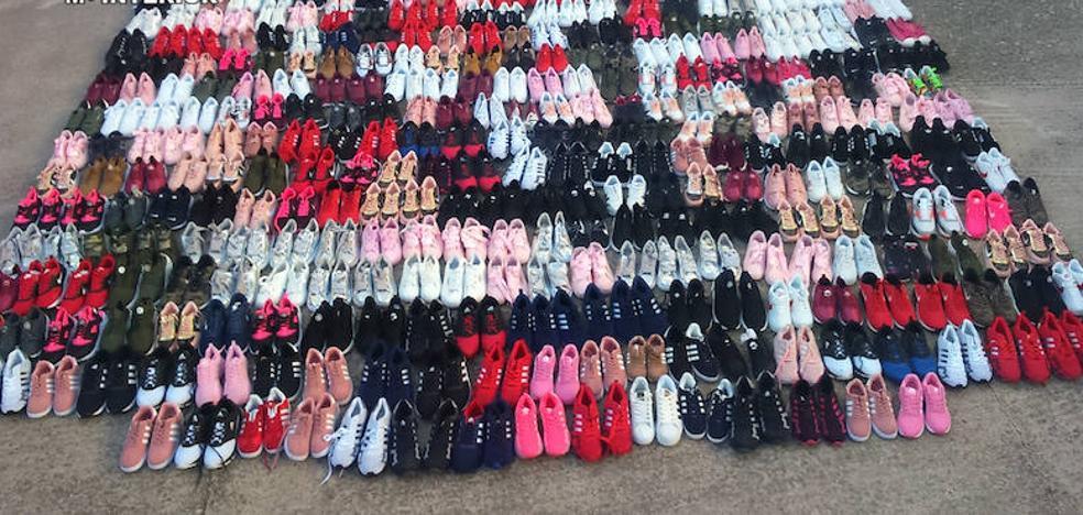 Tres detenidos en Alcuéscar por vender zapatillas deportivas falsificadas