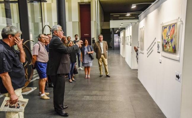 La torre de Caja Badajoz muestra al detective Carvalho como icono artístico