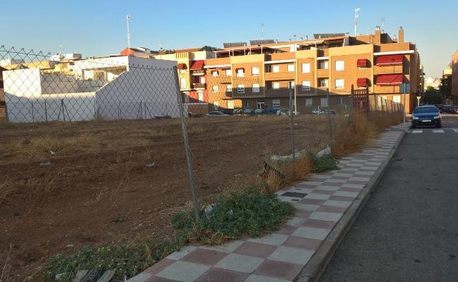 El Ayuntamiento de Almendralejo manda limpiar 300 solares por su «dejadez»