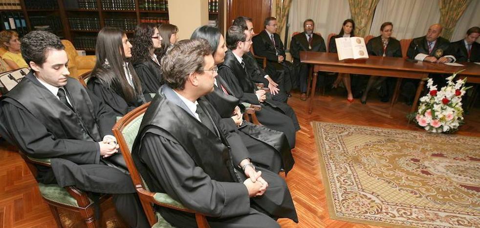 Hacienda quiere saber más sobre tres mil abogados y procuradores extremeños