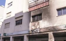 Tres coches destrozados por dos fuegos en Juan Carlos I y La Uva